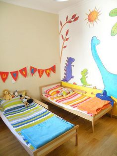 A great use of themes, using the main colours from the bedspread to create a colour-coordinated Mural.