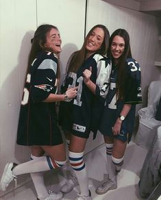 Awesome and Easy DIY Halloween Costumes for Teen Girls - American Footballer Costume halloween amigas Halloween Costumes For Teens Girls, Cute Group Halloween Costumes, Trendy Halloween, Last Minute Halloween Costumes, Cute Costumes, Halloween Outfits, Football Halloween Costume, Pirate Costumes, Halloween Halloween