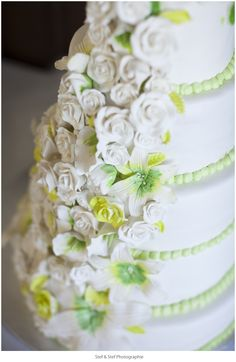 wedding cake Montreal #portrait #real #lifestyle #ideas #photo #photos   Stef & Stef Photographie