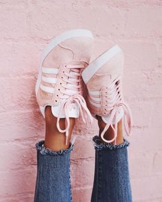 Classic sneakers in pale pink. Style for everyday.