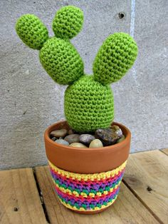 Crafty and Adorable DIY Cacti Decors That Perfectly Prettify Your Home Accessories As we know, cacti and succulents are very well-known. Also, cacti are super cool for prettify your home. Besides, cacti are easy to care for and have . Paper Cactus, Cactus Craft, Cactus Decor, Crochet Tree, Crochet Cactus, Crochet Flowers, All Free Crochet, Cute Crochet, Knitting Projects