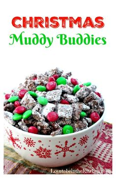 Muddy Buddies Christmas Muddy Buddies- The best treat for Christmas! I love giving this out for neighbor treats!Christmas Muddy Buddies- The best treat for Christmas! I love giving this out for neighbor treats! Christmas Party Food, Holiday Snacks, Christmas Cooking, Christmas Goodies, Holiday Recipes, Christmas Recipes, Christmas Treats For Gifts, Desserts For Christmas, Healthy Christmas Treats