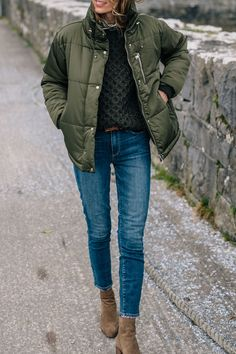 Jess Ann Kirby fall outfit in an army green puffer coat and paige skinny jeans Army Green Jacket Outfit, Green Puffer Jacket, Green Coat, Fashion Mode, Look Fashion, Woman Fashion, Runway Fashion, Fall Fashion, Fashion Trends