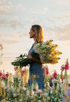 Erin Benzakein is the founder of Floret Flower Farm, a leader of the local flower movement, and the author of Garden Care, Gardening For Beginners, Gardening Tips, Lush, Flower Farmer, Fotografia Macro, Cut Flower Garden, Gras, Front Yard Landscaping