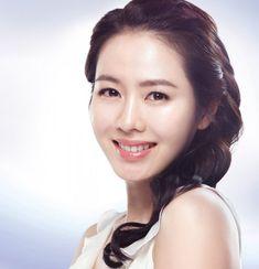 Son Ye-jin (손예진) - Picture Korean Beauty, Asian Beauty, Jin Photo, Korean Face, Asian Hotties, Korean Artist, Beautiful Actresses, Movie Stars, Sons