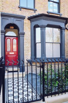 Victorian Front Garden Restoration with Modern Twist Hackney Sympathetic Victori. Victorian Front Garden, Victorian Front Doors, Victorian Terrace House, Victorian Homes, Victorian House London, Victorian House Interiors, Victorian Townhouse, Exterior Paint, Exterior Design