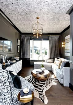 A Home with Dramatic Flare - Nappali Design Glamour Living Room, Home Living Room, Living Room Decor, Living Spaces, Small Living, Small Space Interior Design, Interior Design Living Room, Living Room Designs, Decor Interior Design