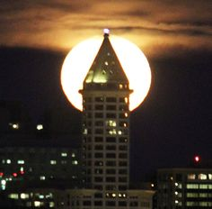 Full moon rising over Smith Tower - Seattle Times