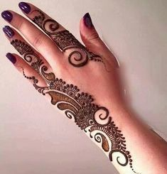 Back hand mehndi designs gives a classy shade and it looks too beautiful over the back hand of a lady in Indian,Arabic and Pakistani style. Henna Hand Designs, Mehandi Designs, Basic Mehndi Designs, Mehndi Designs Finger, Latest Henna Designs, Mehndi Designs For Girls, Mehndi Designs For Beginners, Mehndi Designs For Fingers, Latest Mehndi Designs