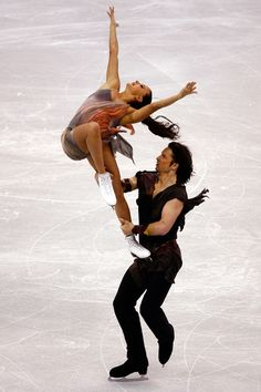 Oksana Domnina and Maxim Shabalin (Russia) (photo credit: Jeff Gross) Ice Skating Beginner, Ice Skating Images, Outdoor Rink, Ice Skaters, Ice Dance, Figure Skating Dresses, Roller Skating, Martial Arts, Gymnastics