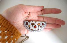 """Ziztatu con su colección """"Porcela In"""" presenta AterpeTres collares modelados en porcelana fría y pintados a mano con ilustraciones propias by ziztat"""