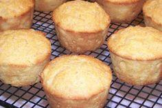 Pineapple Cornbread Muffins - http://www.veganbakingrecipes.com/pineapple-cornbread-muffins-recipe/  #vegan #recipes