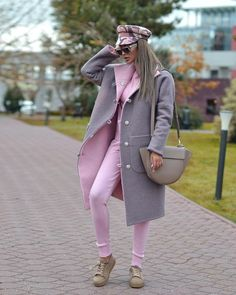 Here's some cute cold weather outfits that you'll want for winter! These looks include dresses, scarves and more! You'll definitely need these outfit ideas! Classy Outfits, Stylish Outfits, Winter Fashion Outfits, Autumn Fashion, Girl Fashion, Womens Fashion, Fashion Trends, Iranian Women Fashion, Vetement Fashion