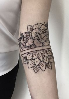 50 of the Most Beautiful Mandala Tattoo Designs for Your Body & Soul – floral tattoo sleeve Mandala Tattoo Design, Tatuaje Mandala Floral, Dotwork Tattoo Mandala, Mandala Tattoo Sleeve, Floral Mandala Tattoo, Mandala Rose, Tattoo Designs, Tatoo Henna, Make Tattoo