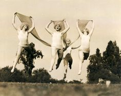 leaping dancers 1930s / Vintage Movement <3