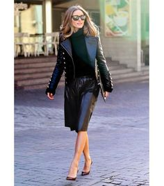 Catch the short version co-waist jacket, as well as with the color of a Skirt