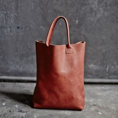 SSM, Smålands Skinnmanufaktur www. Us Images, Dear Santa, Madewell, Fashion Accessories, Handmade Leather, Stylish, Tote Bags, Sweden, Design