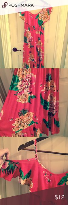 Old Navy Cold Shoulder Tiered Ruffle Dress Old Navy cold shoulder tiered Ruffle dress in fire red with a happening tropical print! MIDI length. Never worn! Old Navy Dresses Midi