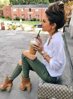 Womens Fashion Fashion Outfit Fall outfit ideas Casual outfit Caitlin Covington Southern Curls and Pearls Fall Fashion Outfits, Casual Fall Outfits, Fall Winter Outfits, Look Fashion, Winter Fashion, Summer Outfits, Cute Outfits, Ladies Fashion, October Outfits