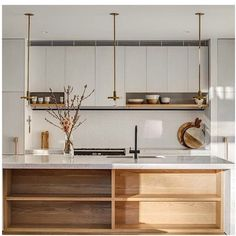 Nydelig kjøkken. Fint med treinnsatser under barbenk. Kitchen love | wood | white | marble | minimalistic