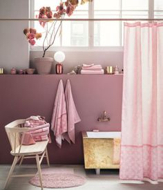The girly bathroom - all in on pink! If you are not ready to go all in, then choose a shower curtain in pink. Perfect to create some atmosphere and colour in the bathroom.