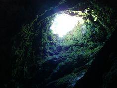 ILHA TERCEIRA - AÇORES - A Gruta Algar do Carvão está situada na zona central da ilha Terceira, a uma altitude de cerca de 550 metros acima do nível do mar,integrada numa Reserva Geológica Natural. O Algar do Carvão é uma das 7 maravilhas naturais de Portugal