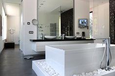Schakelmateriaal van Gira maakt de uitstraling en het comfort van de badkamer of toilet helemaal af.
