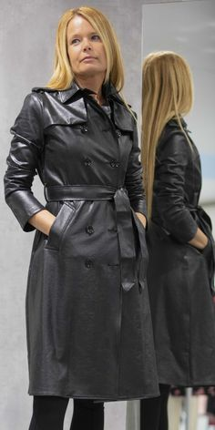 Long Leather Coat, Leather Trench Coat, Latex Cosplay, Pvc Raincoat, Rain Wear, Pretty Woman, Lady, Womens Fashion, Jackets