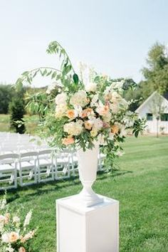 A Wedding Day That Feels Like Home Surrounded by Family and Flowers! Pink Wedding Theme, White Wedding Flowers, Flower Bouquet Wedding, Floral Wedding, Wedding Day, Summer Wedding, Wedding Ceremony Decorations, Wedding Decor, Bride Bouquets