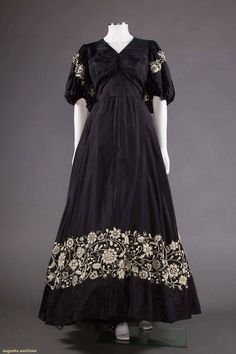 February 17 2018 at 07:30PM from historicaldress