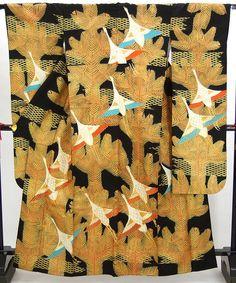 kimono-- looks like a wedding uchikake, but the hem is different