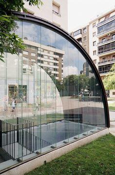 Marquesina en Plaza San Juan Bosco / MLMR Arquitectos