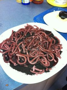 """WOW!!!!! THIS IS SOOO GROSS!!! Awesome!!! lol Jello worms on """"dirt"""" oreo crumbsIngredients"""