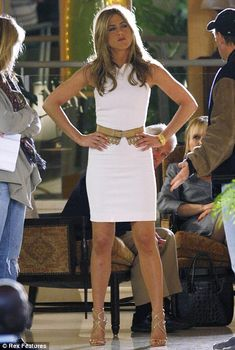 Jennifer Aniston need chic white dresses for spring! Jennifer Aniston Style, Jennifer Aniston Workout, Jennifer Aniston Pictures, Jeniffer Aniston, Little White Dresses, Mom Outfits, Celebs, Celebrities, Fashion Advice