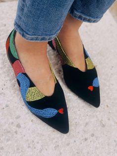 Vegan, Sustainable & Ethical Fashion Shoe Made in Spain. Vegan thread embroidery on 100% black velvet cotton. . . . . . . . . . #momoc #momocshoes #veganshoes #velvet #ethicalfashion #colorfulshoe #originalart #officewear #officelady