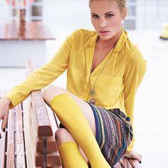 Chiffonbluse von SIENNA in Gelb, großzügig geschnitten und leicht transparent.  #impressionen #spring