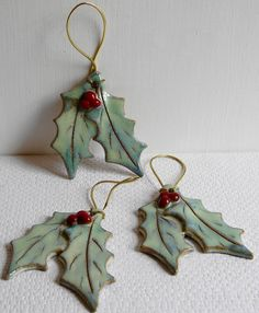 Christmas Holly decoration by Dosrodgerspottery on Etsy https://www.etsy.com/uk/listing/543110044/christmas-holly-decoration