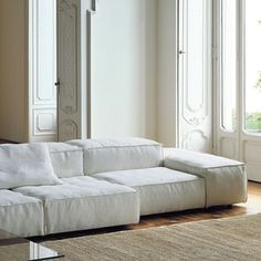 Rudy my lovely ulphosterer will make this sofa for me!Extrasoft sofa designed for Living Divani by Piero Lissoni - absolument canon ! Sofa Design, Interior Design, Sofa Furniture, Furniture Design, Divani Design, Living Divani, Modul Sofa, Living Spaces, Living Room