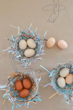 This week I wanted to continue with our theme of birds and share with you this totally cool bird nest craft. OMG, they were so fun! The best part being the las Bird Nest Craft, Bird Crafts, Nature Crafts, Bird Nests, Spring Activities, Craft Activities, Preschool Crafts, Paper Art, Paper Crafts
