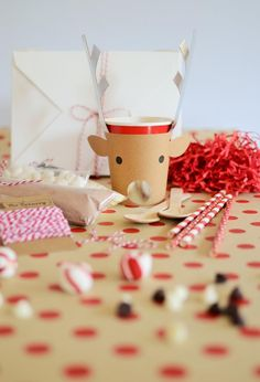 Make Your Own Reindeer Hot Cocoa Kit - what a great holiday party favor!