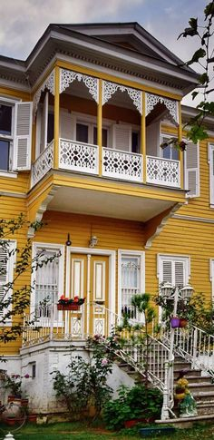 Orient House, Turkish Architecture, Cat Sitting, Painted Doors, Natural Life, Traditional House, Home Fashion, Pergola, Cottage