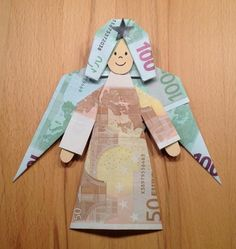 Angels for Christmas and Advent money gift Origami Gifts, Money Origami, Origami Easy, Diy Presents, Diy Gifts, Boite Explosive, Christmas Time, Christmas Gifts, Creative Money Gifts