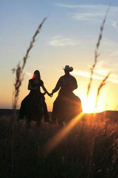 Rode horses in the sunset, holding hands. So romantic! Country Couples, Country Girls, Cute Couples, Country Family Photos, Country Couple Pictures, Country Prom, Looks Country, Country Life, Horse Photography
