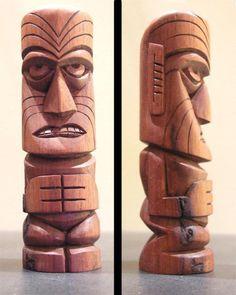 Maori Tiki by tflounder on DeviantArt Wood Carving Designs, Wood Carving Patterns, Art Surf, Tiki Maske, Easter Island Statues, Tiki Faces, Tiki Hawaii, Tiki Head, Dremel Wood Carving