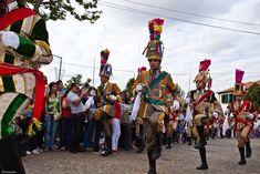 La Bugiada y Mouriscada de XXX, personajes del carnaval tradicional portugués. Foto cc-by-nc Humberto Santos
