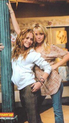 Ashley Mary Kate Olsen, Ashley Olsen, Elizabeth Olsen, Old Actress, Olsen Twins Style, Michelle Tanner, Olsen Sister, Twin Girls, Olsen Twins