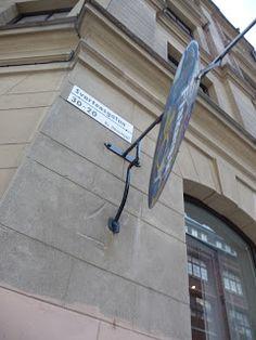Jemina Staalo kuvia 2013: Häckelfjällin korttelista noidat nousivat Blåkullaan… Lisää vastenmielisistä noitavainoista Tukholmassa:  Kvarteret Häckelfjäll – om häxprocesser i Stockholm