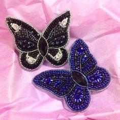 Мои бабошки у нас сегодня -42, зато на почте 4 человека хорошо, что я живу близко#вышивкабисером #вышивка #ручнаявышивка #вышивкаручнойработы #брошь #брошка #брошьизбисера #брошьручнойработы #вышитаяброшь #бабочка #брошьбабочка #бабочкаизбисера