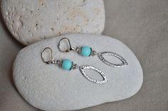 ⋆ Nouveau ⋆ Boucles d'oreilles avec perle turquoise et breloque ogive : Boucles d'oreille par libelula-crea