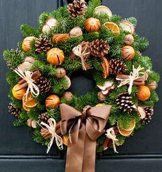 Christmas Flower Decorations, Christmas Door Wreaths, Easter Wreaths, Holiday Wreaths, Christmas Crafts, Natural Christmas, Christmas Traditions, Wreaths, Ideas